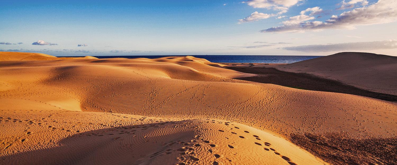 Wüstenlandschaft mit Sanddünen auf Gran Canaria