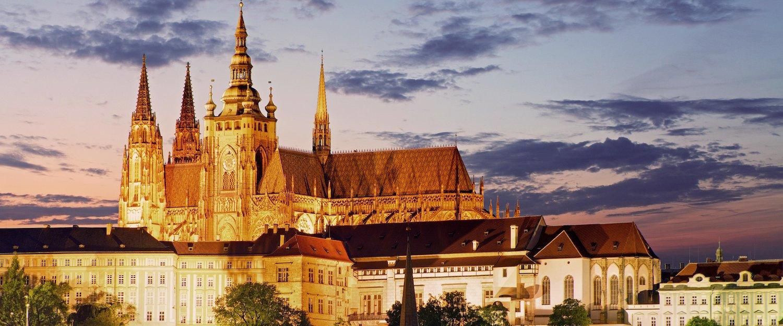 Die Prager Burg bei Sonnenuntergang