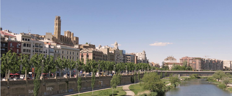 Panorámica de Lleida desde el río Segre