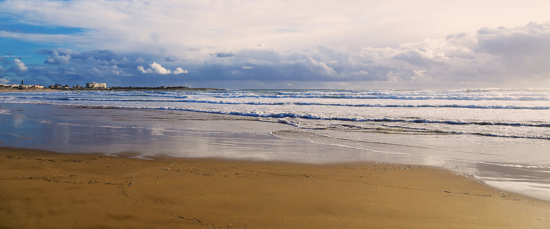 Tramonto in spiaggia.