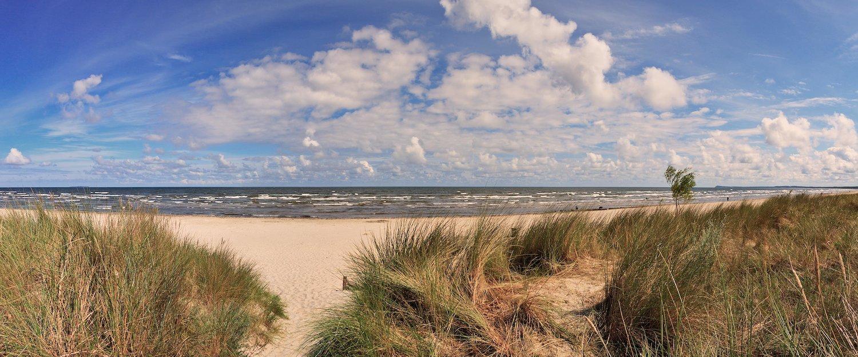 Blick durch die Dünen auf den Strand von Usedom