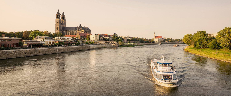 Magdeburg mit Elbe und Dom