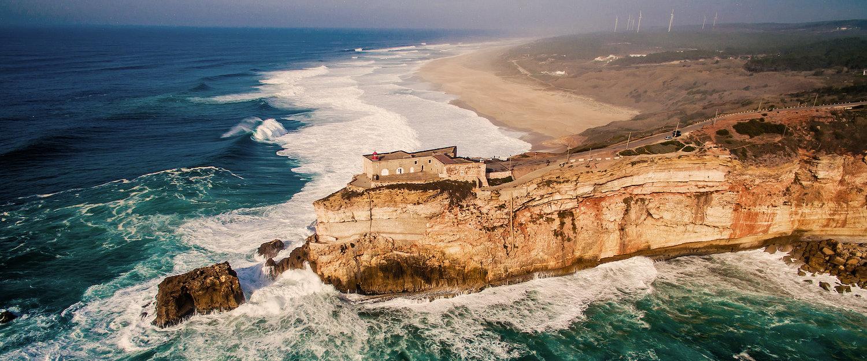 Felsklippe im Atlantik bei Nazaré