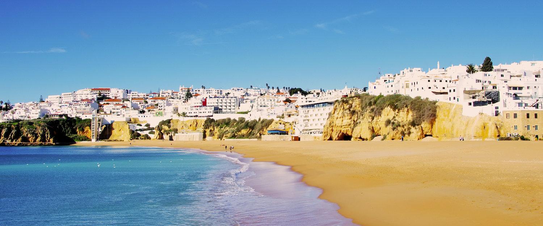 Die Stadt Albufeira an der Algarve
