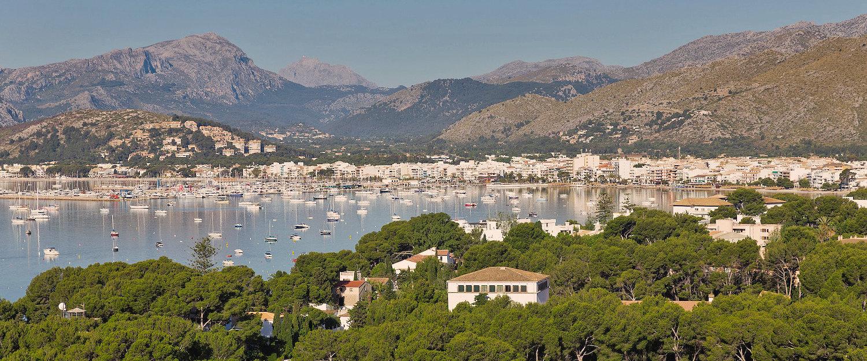 Blick über den Hafen von Pollença