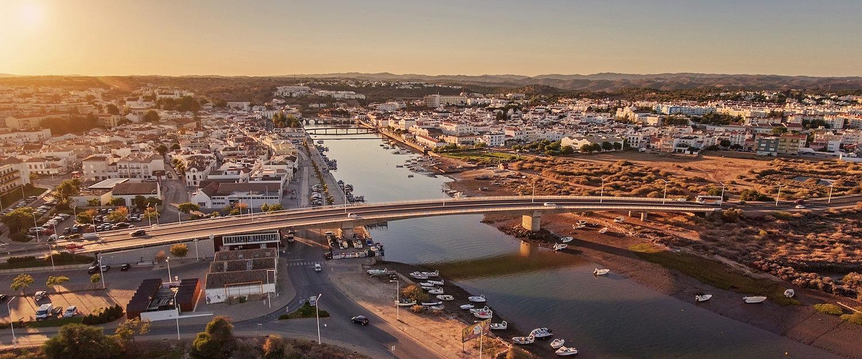 El puente dos Descobrimentos en Tavira