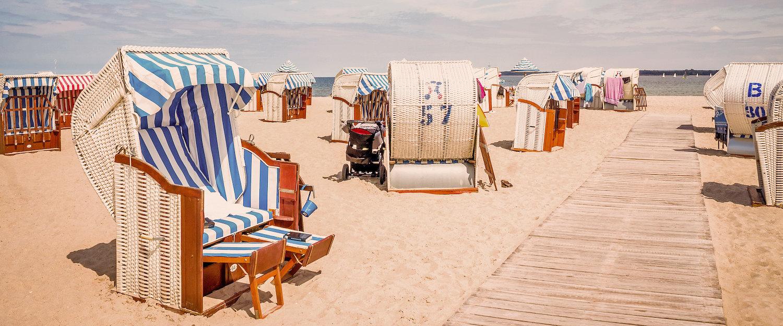 Typische Strandkörbe an der Ostsee