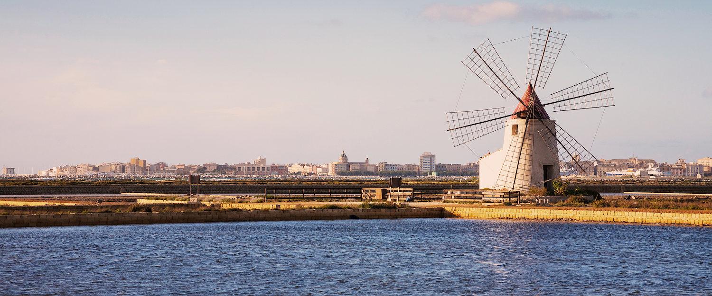 Windmühle am Ufer