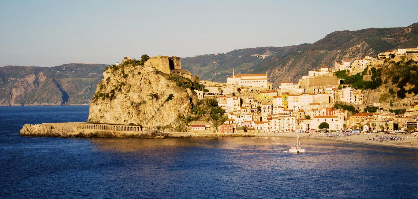 Castello Ruffo di Scilla, stretto di Messina.