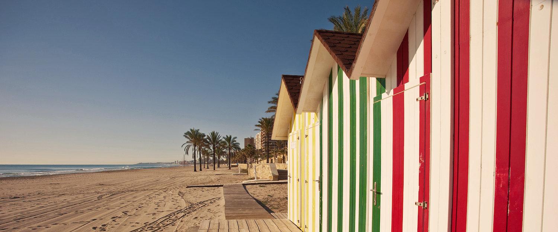 Casetas en la playa en la Costa Dorada