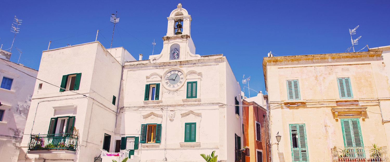 Piazza dell'orologio, Polignano.