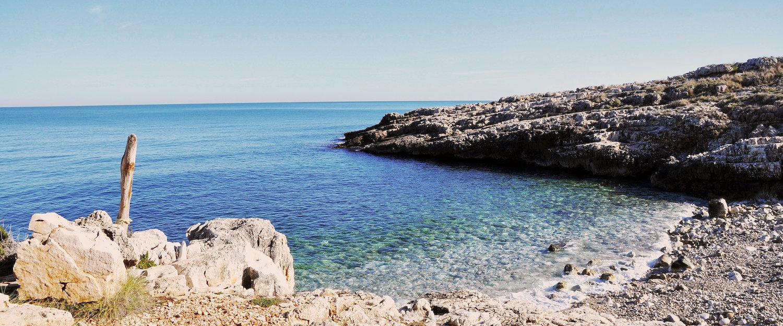 Un mare più blu del cielo.