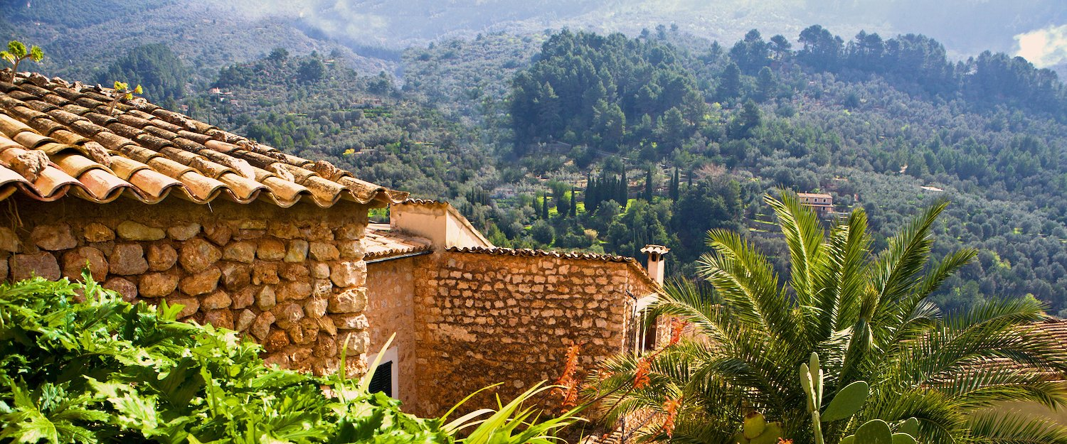 Holiday rentals & lettings in Fornalutx
