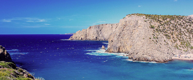 Felsige Wasserlandschaft in Sardinien
